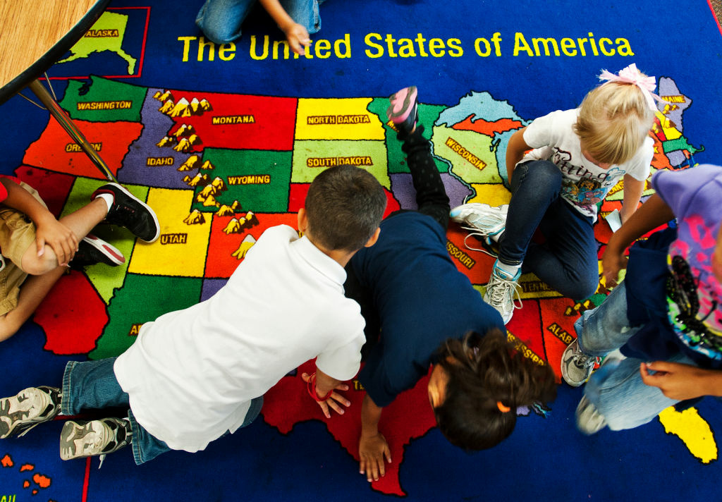 Elementary school children point out which states they've previously lived in.