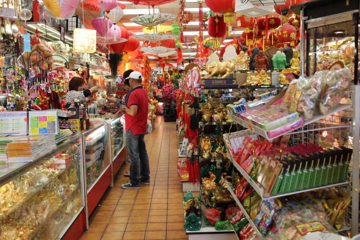 customers shop at wing wa hing gifts and arts inc in downtown los angeles - Chinese New Year Los Angeles