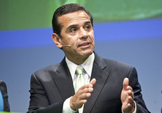 Los Angeles Mayor Antonio Villaraigosa gestures during a debate at the Climate Summit for Mayors at the Copenhagen City Hall on December 16, 2009.