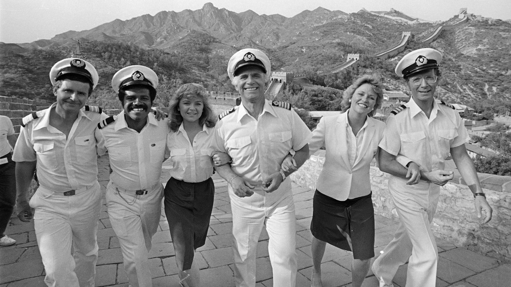The cast of <em>The Love Boat</em> pictured at the Great Wall near Beijing, China, in 1983. Gavin MacLeod, center, died Saturday at age 90.