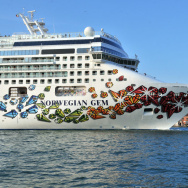 The Norwegian Gem cruise liner ship pass