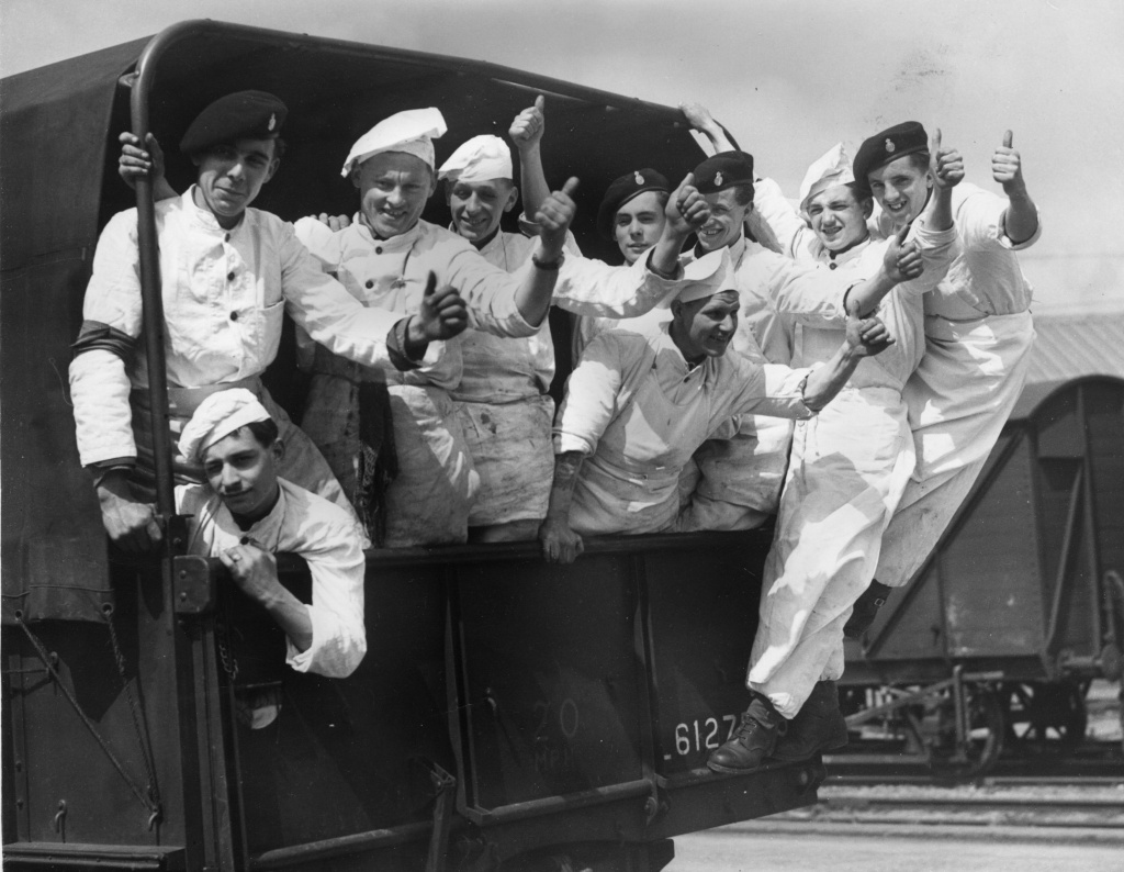 28th April 1950:  A lorry load of army cooks on their way to the King George V Docks, where they will prepare food for the 3000 servicemen working there during the dock workers strike.  (Photo by Harry Todd/Fox Photos/Getty Images)