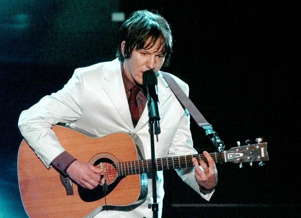 Elliott Smith, of Montrose, Colo., sings
