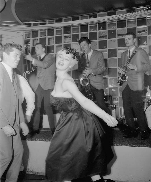 Sabrina doing the Twist, Peppermint Lounge, Sydney, 1962 /Australian Photographic Agency Flickr Commons