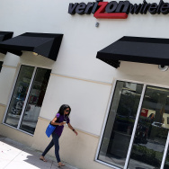 A Verizon wireless store is seen on May 12, 2015 in Coral Gables, Florida. Later this week, Verizon customers will no longer be offered a traditional contract option when they want a new phone or a new plan.