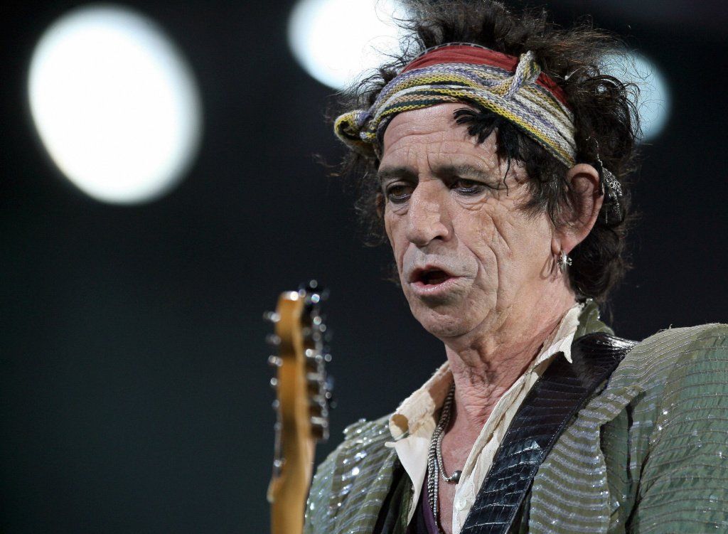 Rolling Stones guitarist Keith Richards performs at the Dodgers' Stadium in Los Angeles, 22 November 2006. Richards admitted to snorting his own father's ashes in an interview publicised Tuesday 03 April 2007.