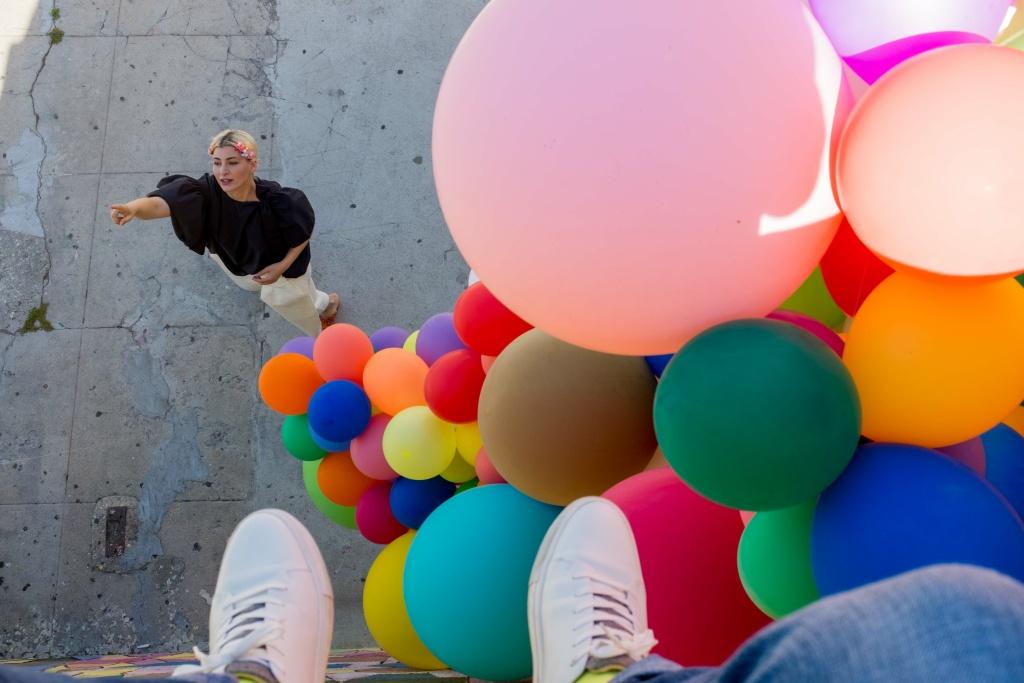 Geronimo Balloons founder Jihan Zencirli insalls a balloon structure.