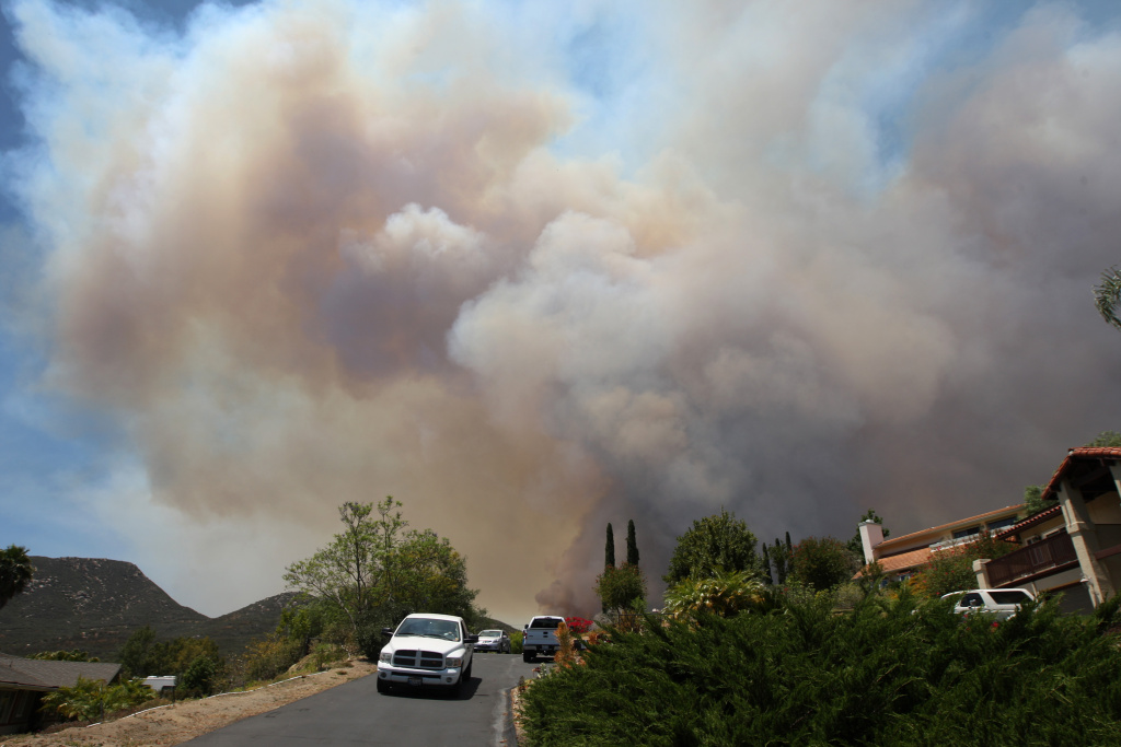 San Diego Fires Update >> Slideshow: San Diego fires: 2 teens arrested; smoke spreads widely; man charged with arson ...