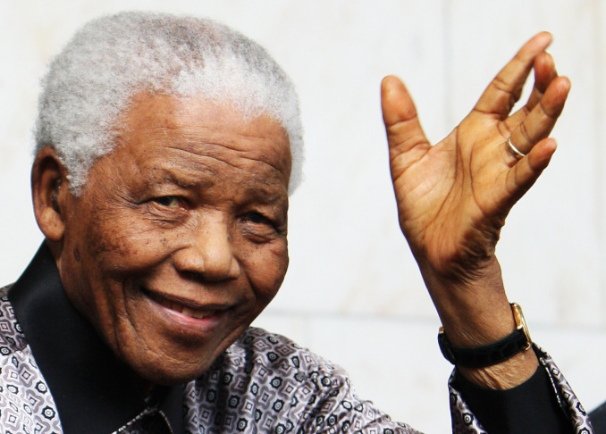 Nelson Mandela leaves the Intercontinental Hotel after a photoshoot with celebrity photographer Terry O'Neil on June 26, 2008 in London, England.