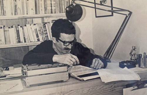 Gabriel García Márquez working on