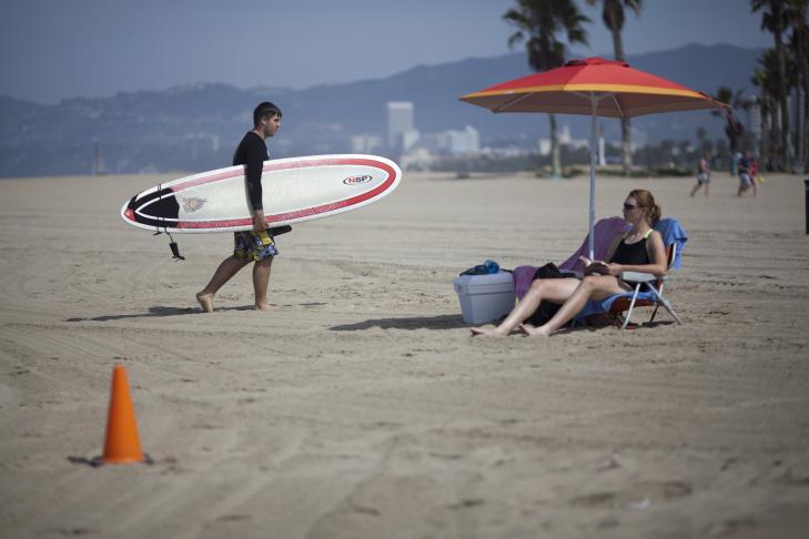 Lightning strikes over Hermosa Beach. & 4 things to do when lightning strikes at the beach | 89.3 KPCC azcodes.com