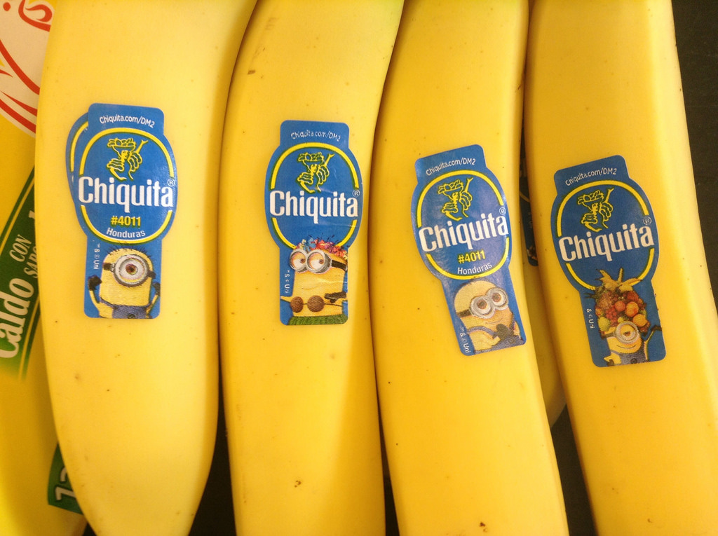 Chiquita of the United States and Fyffes of Ireland said Monday they had agreed to merge to create the world's biggest banana supplier.