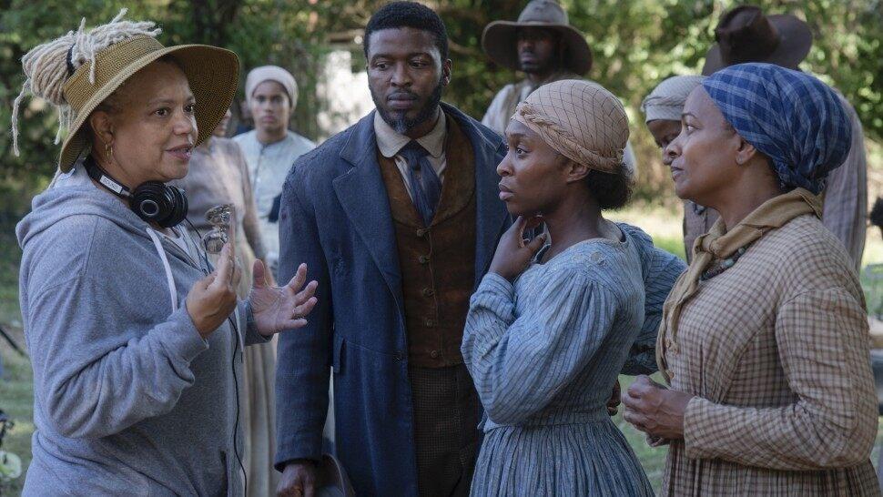 Cynthia Erivo (center), who plays Harriet Tubman in