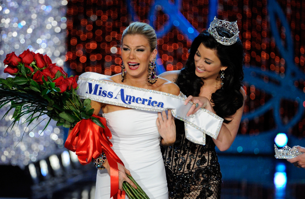 Mallory Hytes Hagan of New York is crowned Miss America 2013 by previous year's winner, Laura Kaeppeler, on January 12, 2013 in Las Vegas, Nevada.