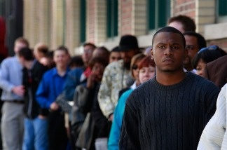 Job seekers wait in line for a job fair June 4, 2009 in Chicago, Illinois.