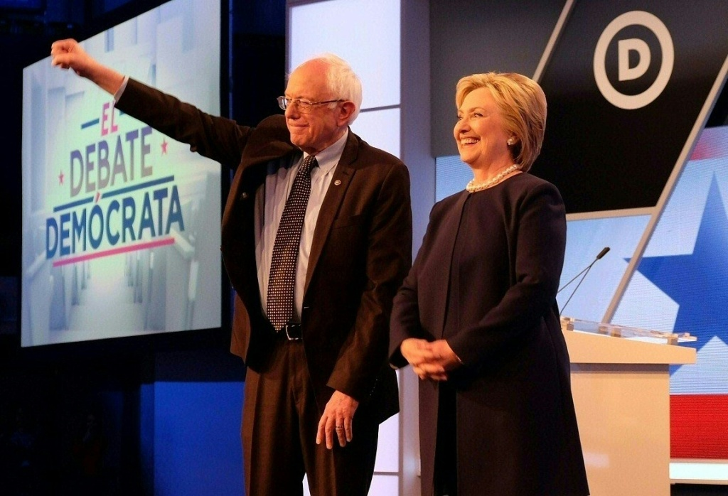 Democratic presidential candidates Hillary Clinton (R) and Bernie Sanders participate in the democratic debate at Miami Dade College in Miami on March 9, 2016.  / AFP / Gaston De Cardenas        (Photo credit should read GASTON DE CARDENAS/AFP/Getty Images)