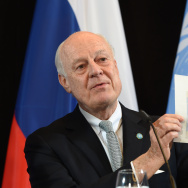 UN Special Envoy for Syria Staffan de Mistura holds up a map of Syria during a news conference after the International Syria Support Group (ISSG) meeting in Munich, southern Germany, on February 12, 2016.