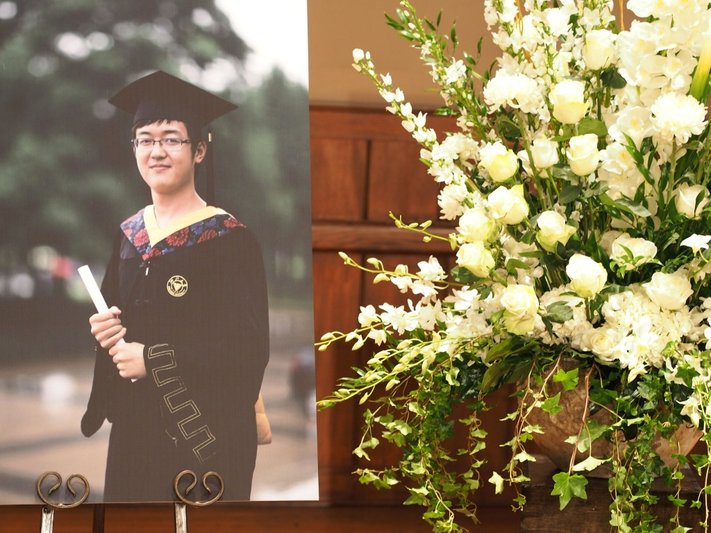 Flowers and a photo of University of Southern California (USC) graduate student Xinran Ji is seen following a memorial service for Ji, at Newman Hall on the USC campus in Los Angeles, Aug. 1, 2014. Ji, an electrical engineering student from China, was fatally beaten while walking to his apartment near campus last week.