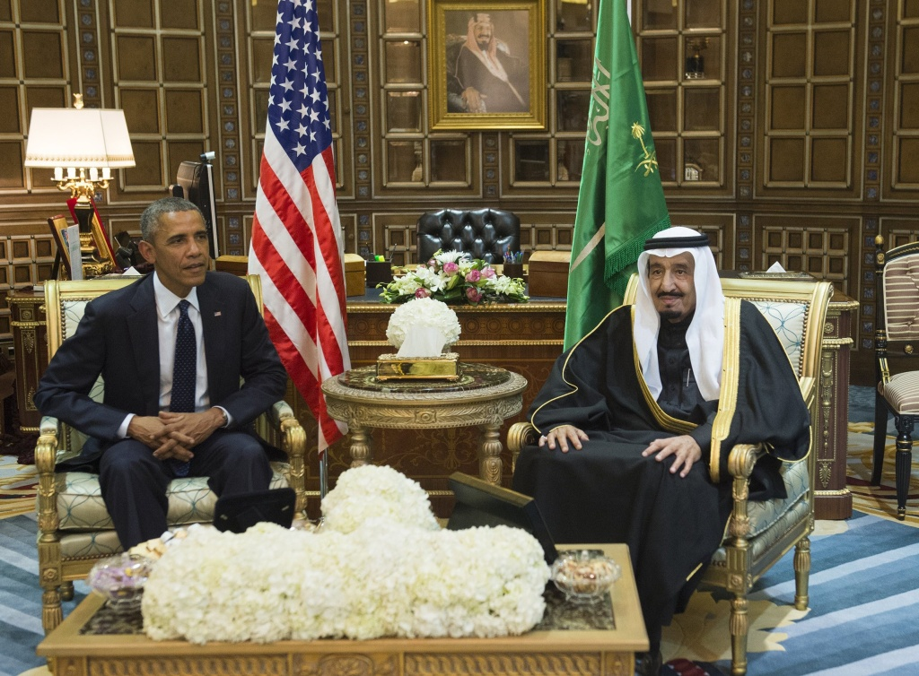 Saudi's newly appointed King Salman (R) meets with US President Barack Obama at Erga Palace in Riyadh on January 27, 2015.