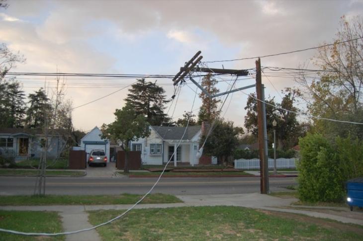 A downed power line at Woodbury & El Molino in Altadena.