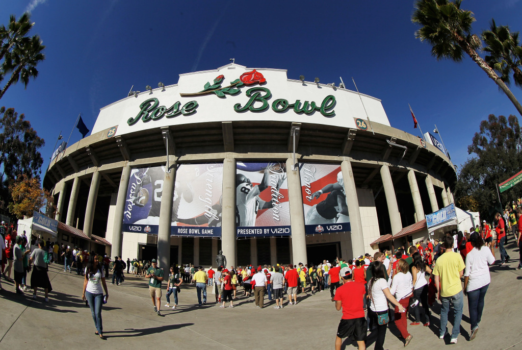 Fans stand outside the before the 98th Rose Bowl Game between the Oregon Ducks and the Wisconsin Badgers on January 2, 2012 in Pasadena, California.