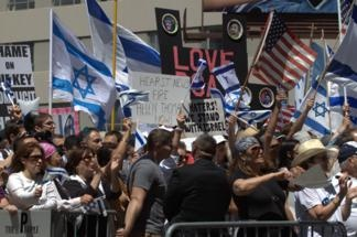 Pro-Israel supporters press close together at the June 6, 2010 rally.