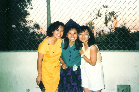 Jazmyne Eng with her mother and sister.
