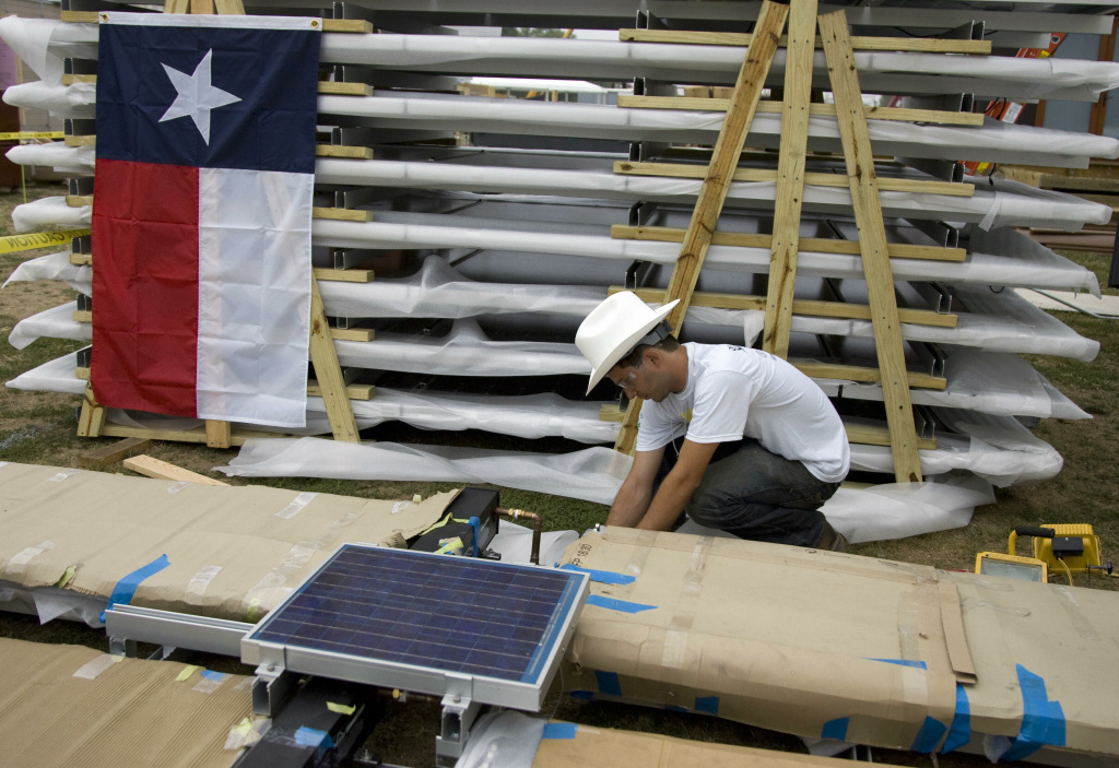 University of Texas at Austin student Alex Miller works on the solar components for a solar home on The Mall in Washington, DC, 04 October 2007, as part of the