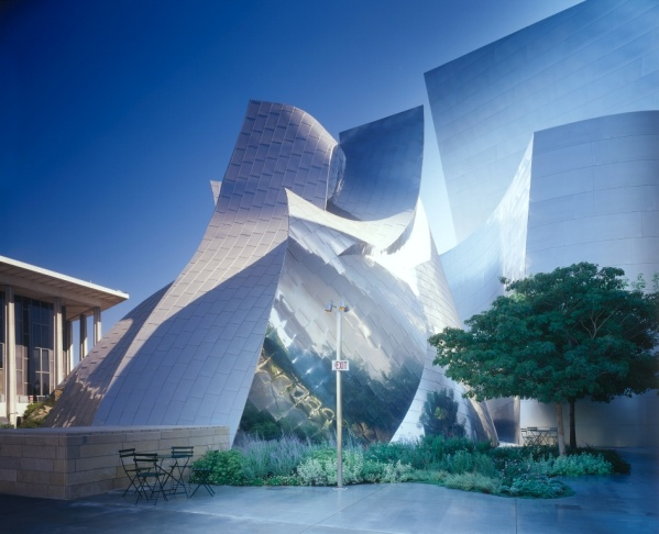 The Walt Disney Concert Hall has swooping curves and an eye-catching, sun-reflecting metallic exterior.
