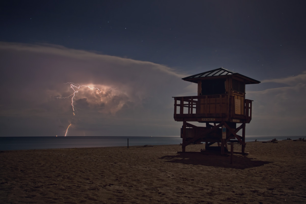 Beach In Storm Lightning: 'Unusual' Lightning Storm Expected At SoCal Beaches This