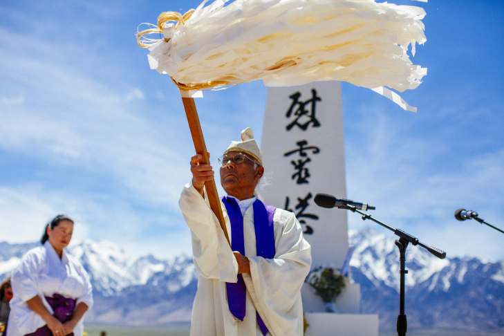 A Shinto Buddhist priest leads an interfaith service at the 50th annual pilgrimage to Manzanar.