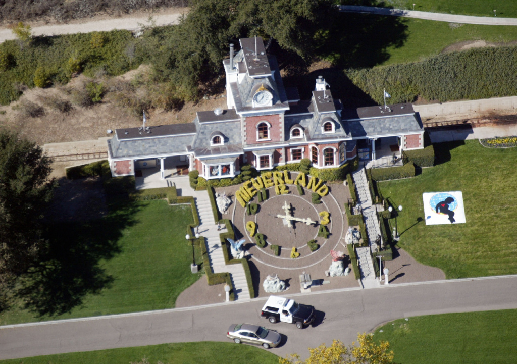 An aerial photo shows a Santa Barbara County Sheriff's vehicle in front of singer Michael Jackson's Neverland Ranch November 18, 2003 outside of Santa Barbara, California.
