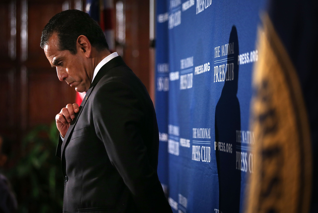 Los Angeles Mayor Antonio Villaraigosa (L) listens to questions from the audiences after he addressed a National Press Club luncheon January 14, 2013 at the National Press Club in Washington, DC.  Villaraigosa spoke on