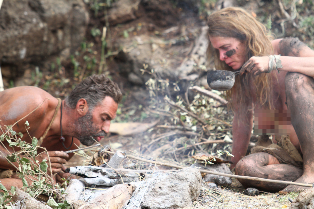 EJ and Kellie trying to make a fire on the Discovery channel's ``Naked and Afraid.