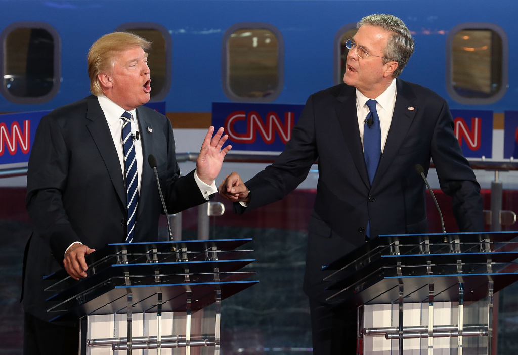 Republican presidential candidates Donald Trump (L) and Jeb Bush argue during the presidential debates.