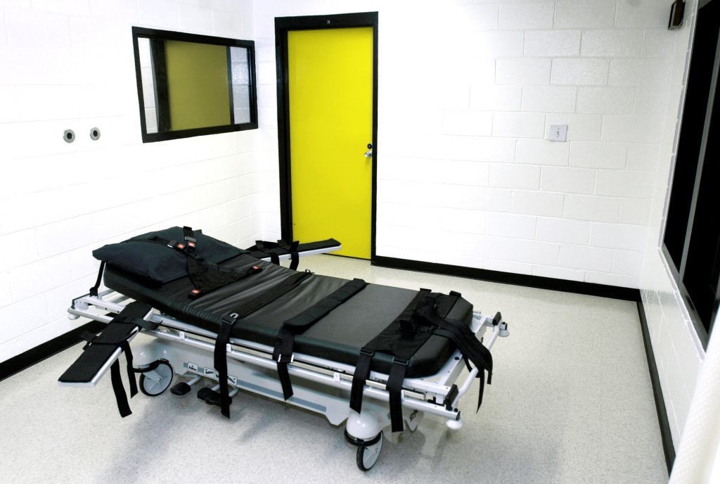 This Oct. 24, 2001 file photo shows the death chamber at the state prison in Jackson, Ga. The state of Georgia plans to use a compounding pharmacy to get the drug needed for an execution scheduled for next week. A Department of Corrections spokeswoman on Thursday, July 11, 2013 confirmed that the state will get pentobarbital from a compounding pharmacy for the execution of Warren Lee Hill, which is set for Monday, July 15.