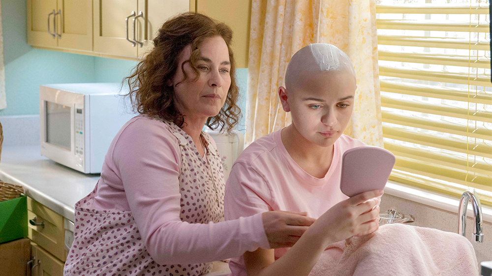 Patricia Arquette (L) and Joey King star as mother-and-daughter in
