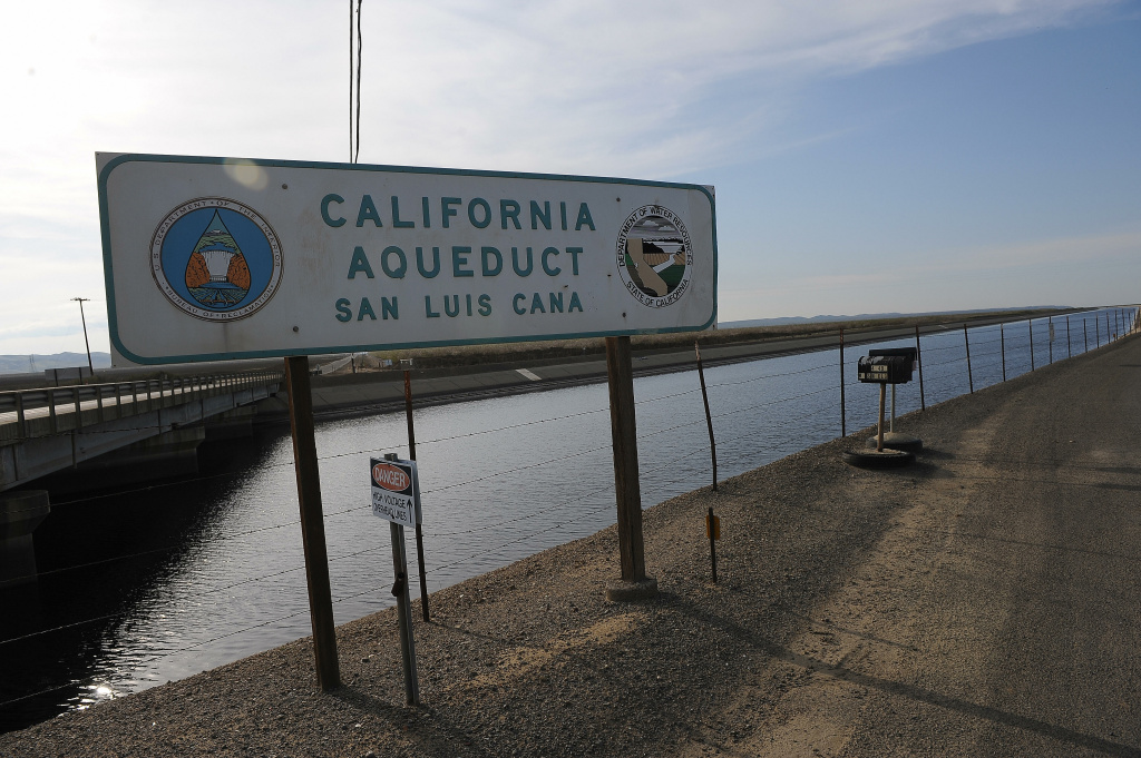 The California Aqueduct at Mendota, California on March 11, 2009.  The Aqueduct carries water from the San Joaquin-Sacramento River Delta in the north to farms and cities in the central and southern part of the state.