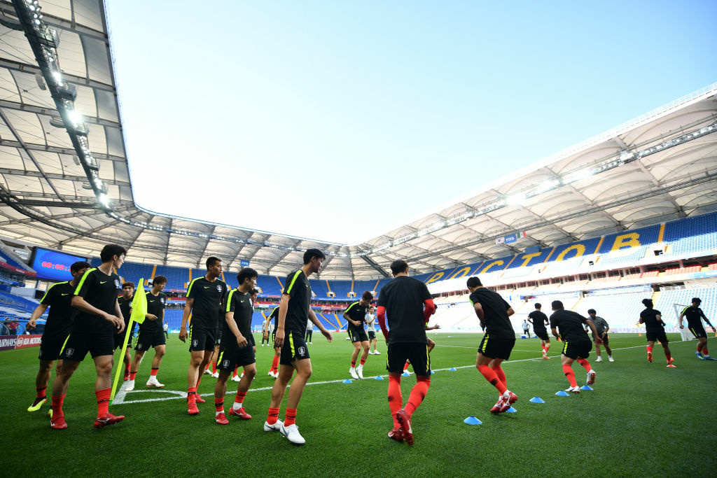 ROSTOV, RUSSIA - JUNE 22: Players of South Korea, warm up during a training and press conference ahead of the match against Mexico as part of FIFA World Cup Russia 2018 at Rostov Arena on June 22, 2018 in Rostov, Russia. (Photo by Hector Vivas/Getty Images)