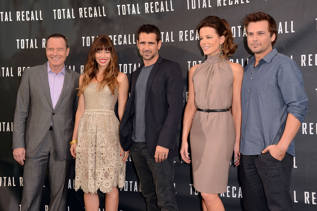 LOS ANGELES, CA - JULY 28:  (L-R) Actors Bryan Cranston, Jessica Biel, Colin Farrell, Kate Beckinsale, and Director Len Wiseman