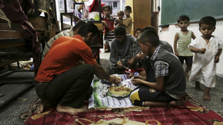 Members of a Palestinian family break their fast with the