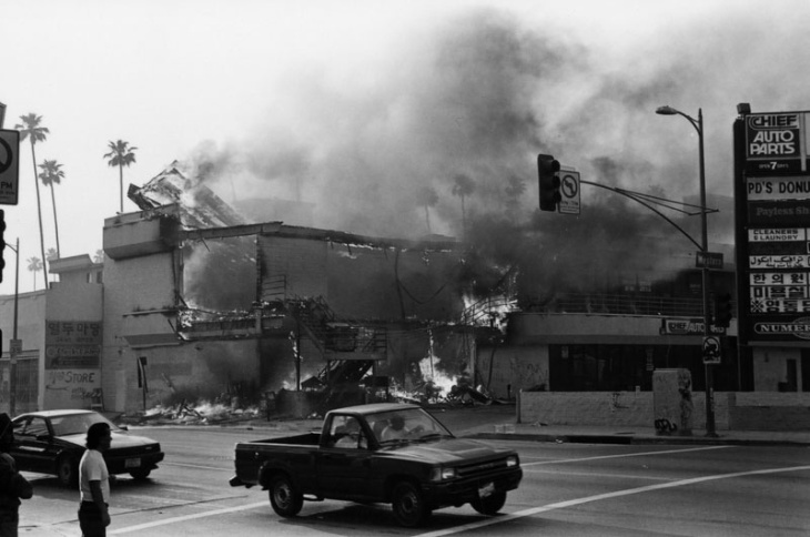 A building is burning on a street near the intersection of Western Avenue on April 30, 1992, during the LA Riots.