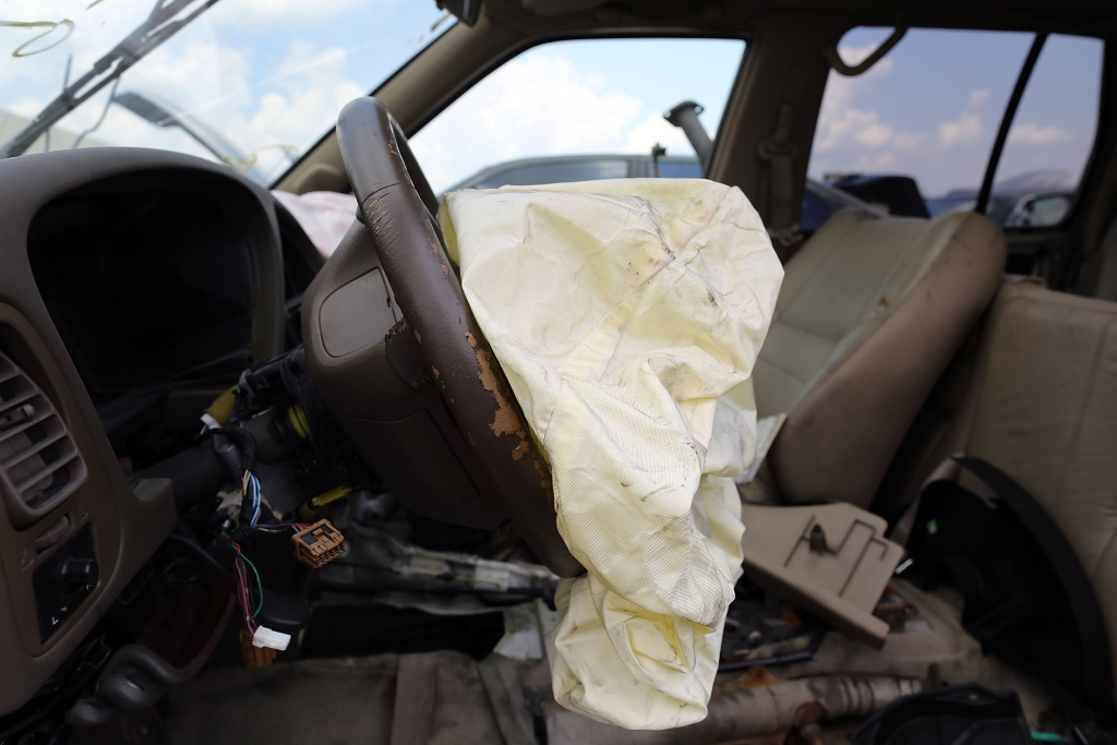 Takata pleads guilty, to pay $1B for hiding air bag defect | 89.3 KPCC