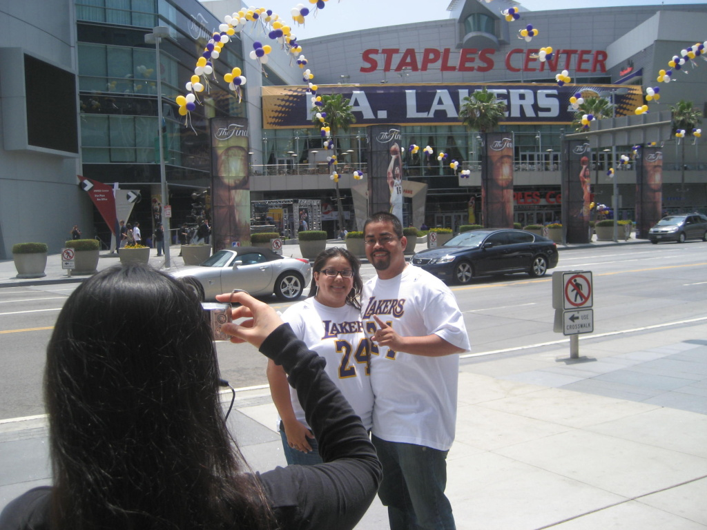 Monica Flores and Bobby Hull pose for a photo at Staples Center before Game 1 of NBA Championship