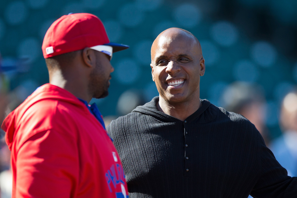 Former Major League Baseball player Barry Bonds talks to Ryan Howard #6 of the Philadelphia Phillies during batting practice before the game against the San Francisco Giants at AT&T Park on July 10, 2015 in San Francisco, California