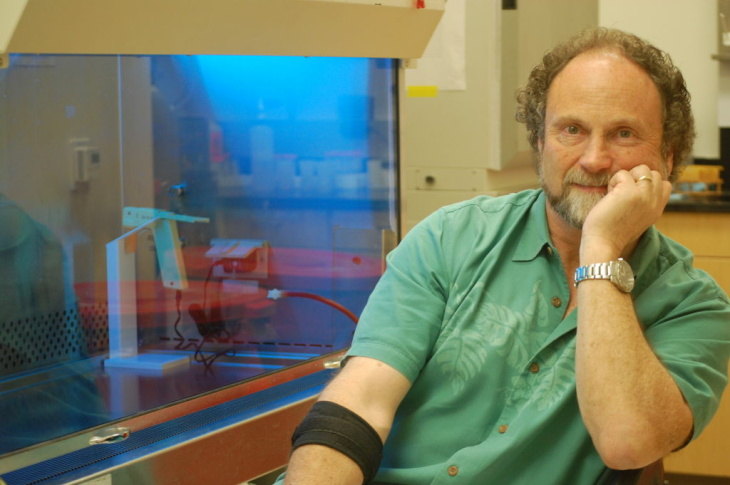 Molecular biologist Bruce Blumberg in his lab and UC Irvine