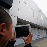 Apple Shuts Retail Stores During Company Memorial For Founder Steve Jobs