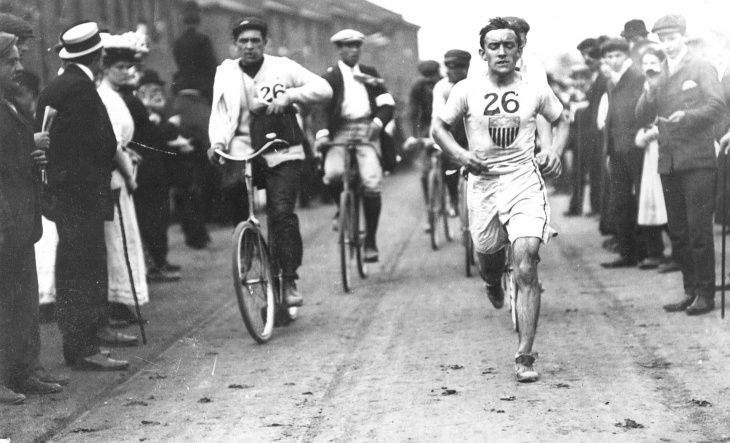 London Olympics, 1908: Johnny Hayes churns toward the Olympic Stadium