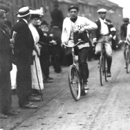 London 1908 Olympics: Johnny Hayes churns toward the Olympic Stadium