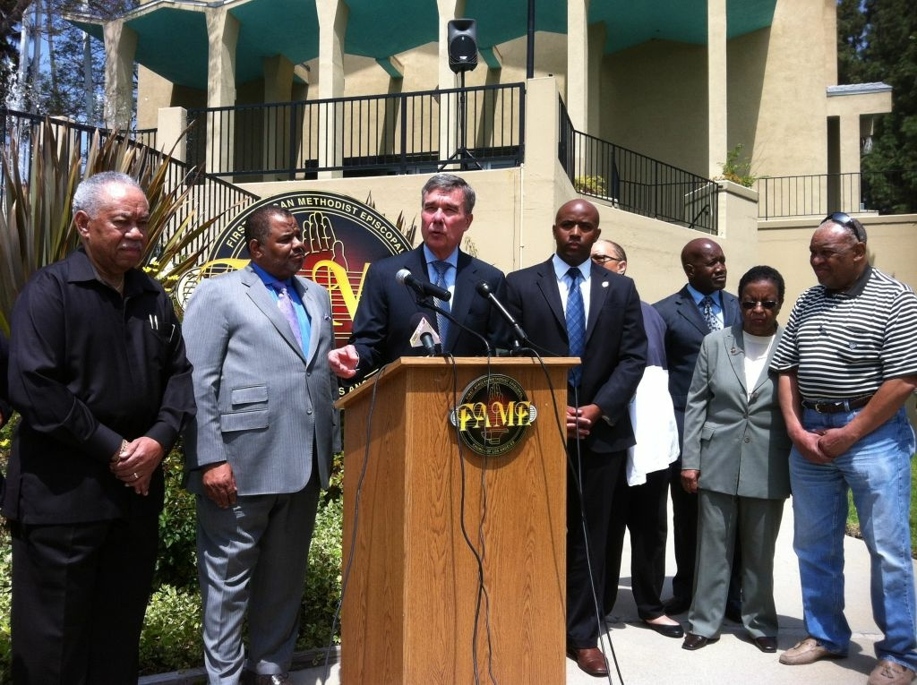 Gil Kerlikowske, director of the Office of National Drug Control Policy, visited clergy members at First AME Church in Los Angeles.